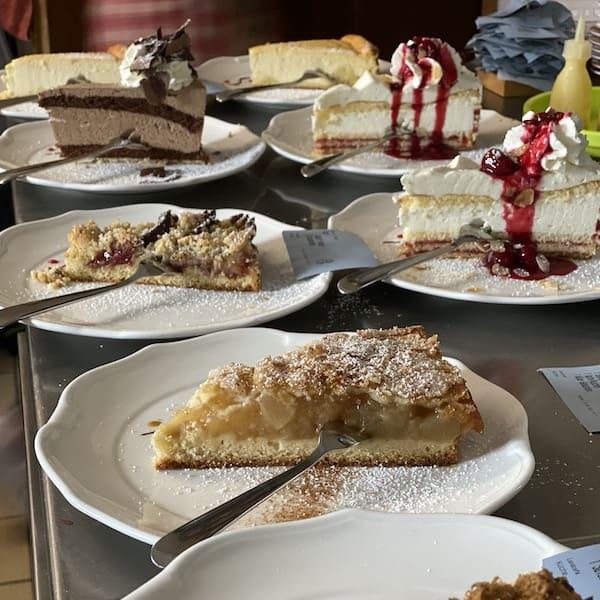 Frischer Kuchen aus dem Landcafé Birkenhof in Schmallenberg, Sauerland